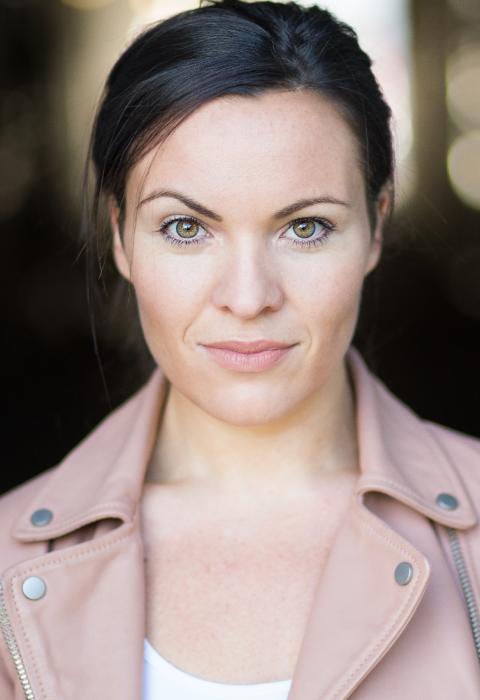 Camilla Yates 01